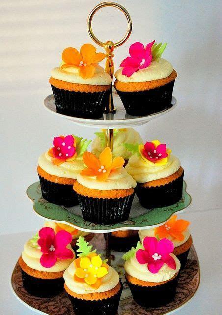 cupcake towers   CHRISTMAS CAKES!!!   Tropical cupcakes
