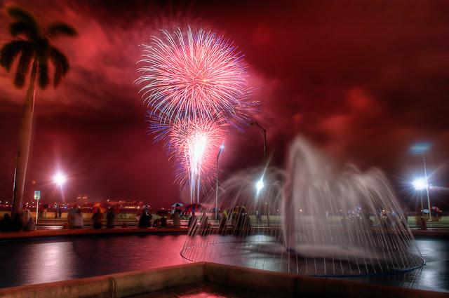 4th on Flagler - Fireworks 2010 - Deep reds