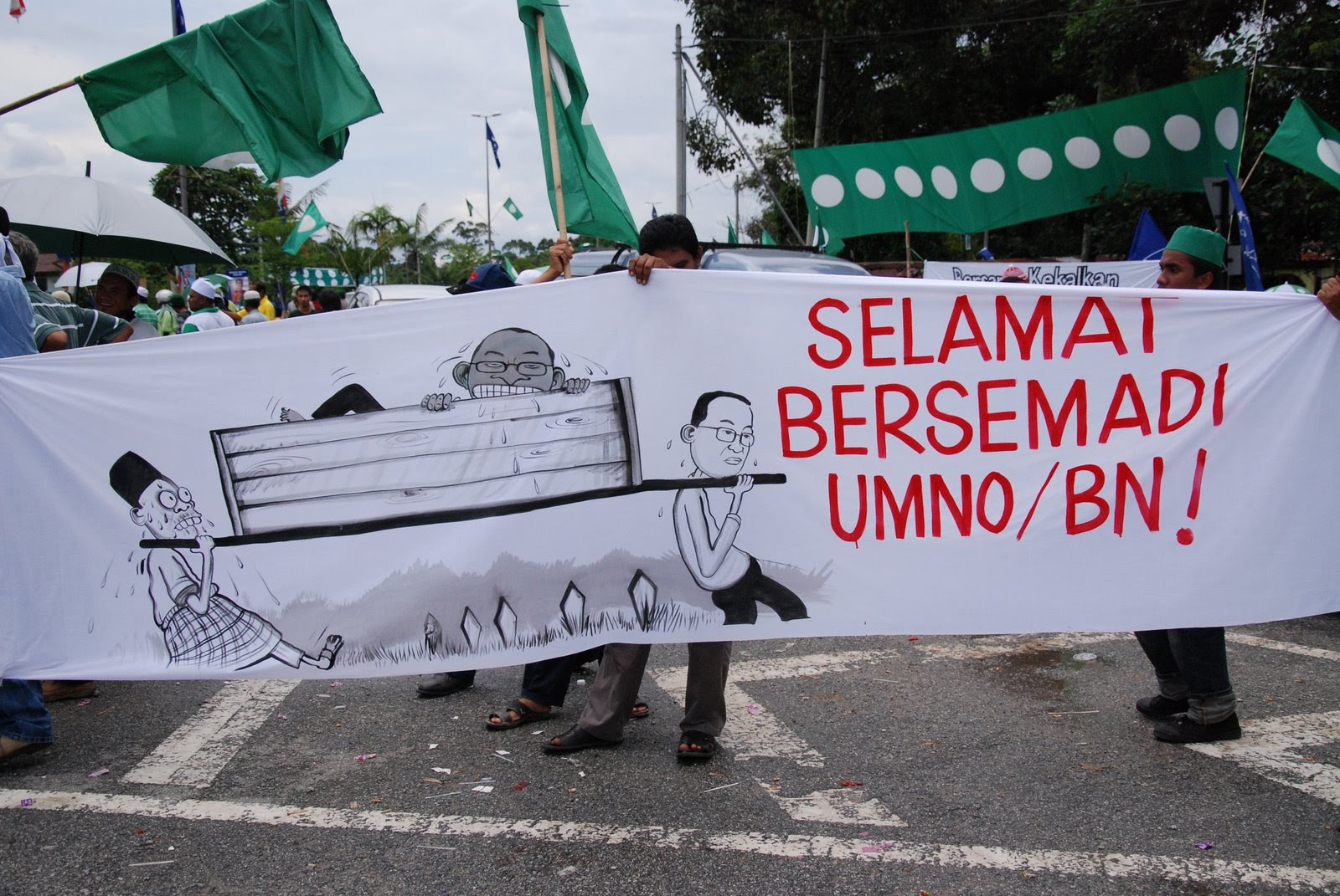http://pinkturtle2.files.wordpress.com/2009/04/kubur-umno.jpg