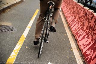 Flushing St protected bike lane-1