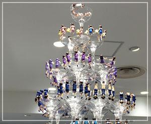 「コップのフチ子展」、歴代フチ子が壮観な感じに飾られてました。