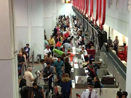 Movimento do aeroporto Internacional Juscelino Kubitschek, na manhã da quinta-feira santa  (Gustavo Moreno/CB/D.A Press)