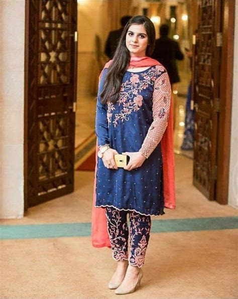 Latest Pakistani Dresses and Frocks 2016 for Wedding