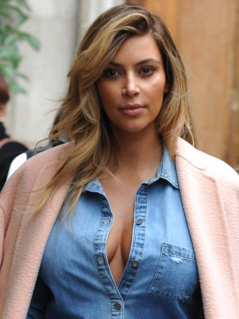 Kim-Kardashian-Cleavage-Candids-in-Paris-Pictures-Image-