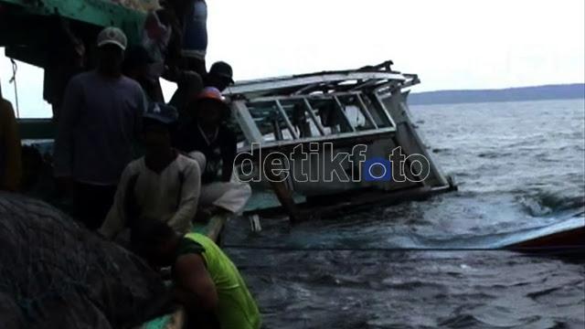Bangkai Kapal Imigran Gelap Dievakuasi
