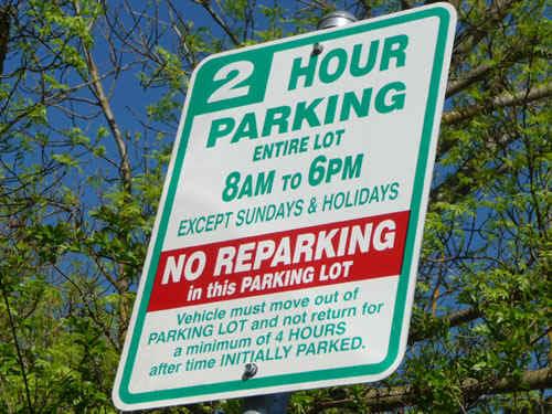 Parking.jpg (126693 bytes)