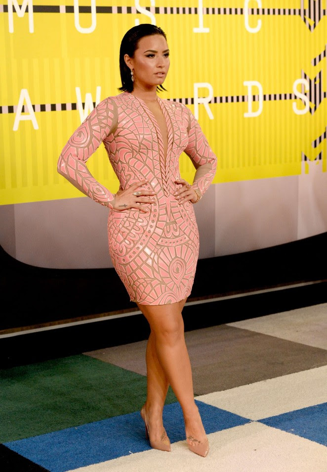 demi-lovato-in-nicolas-jebran-couture-2015-mtv-video-music-awards-vmas