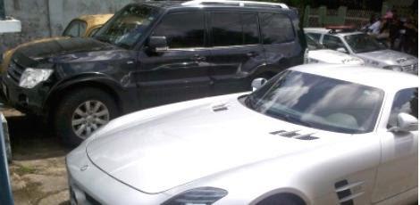 Um Pajero e um Mercedes foram apreendidos com Carla e George / Foto: Erick França / Rádio Jornal