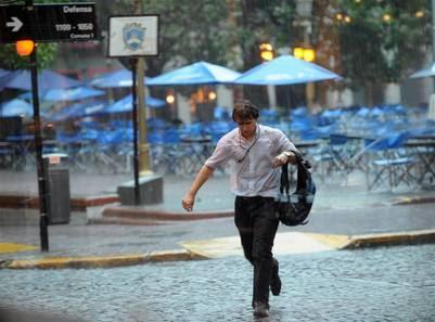 01-04-2016 Sociedad Lluvias en la ciudad de Buenos Aires Foto Lucia Merle buenos aires  lluvias tormentas en la ciudad lluvia intensa durante todo el dia mal tiempo tormenta