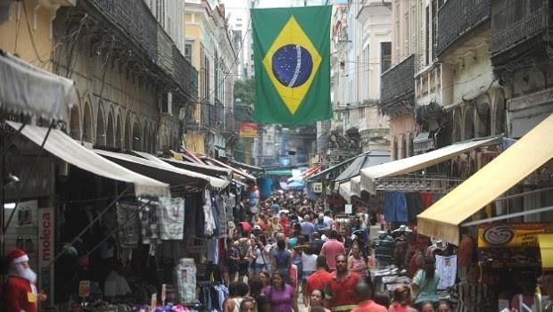 Milhares de pessoas vão às ruas do Saara (Sociedade de Amigos das Adjacências da Rua da Alfândega) - comércio - Rio de Janeiro - comércio no Rio de Janeiro (Foto: Fernando Frazão/ Agência Brasil)