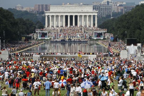 Glenn Beck rally draws huge crowd