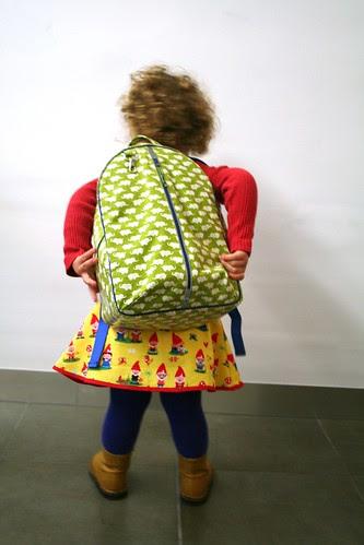 een scholier met een tas