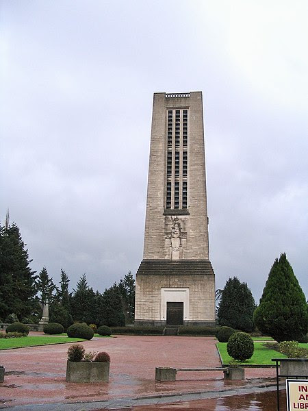 File:Basilique de Lisieux campanile.jpg