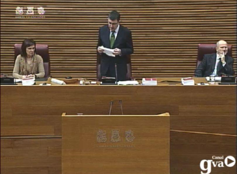 Enric Morera durante la lectura de la declaración institucional