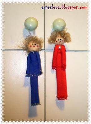 Bonecas Azul e vermelha de guadanapo de pano