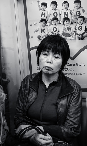 Hong Kong Street Photography with the Fuji X-E2 & 27mm lens