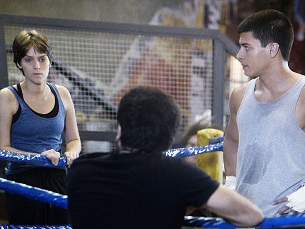 Karina fica furiosa por Gael não permitir ela participar (Foto: TV Globo)
