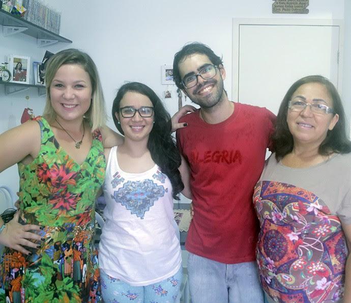 A sister Maria Claudia ao lado de sua família (Foto: João Mello/Gshow)