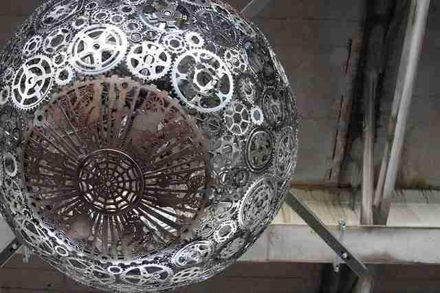 Παλιά ποδήλατα μετατρέπονται σε υπέροχους πολυελαίους