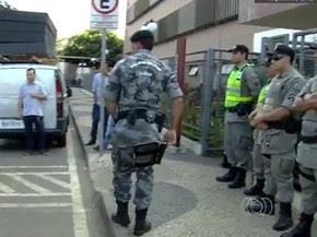 Policiais militares participam de operação do MP-GO (Foto: Reprodução/ TV Anhanguera)