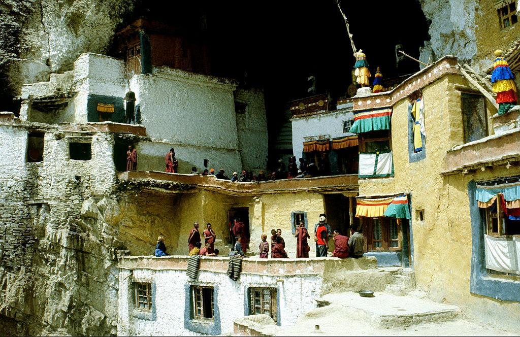 O enigmático Monastério de Phugtal, na Índia 13