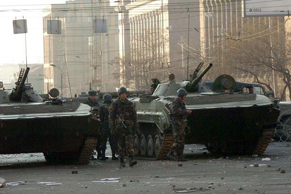 http://armenianow.com/sites/default/files/img/imagecache/600x400/army-march1-events-yerevan-armenia.jpg