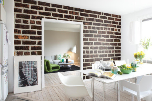 exposed bricks + white (via La maison d'Anna G.)