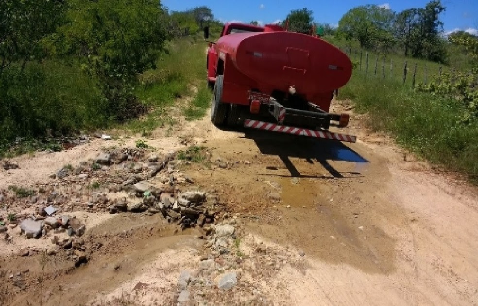 Motorista foi preso desperdiçando água em Solonópole (Foto: Divulgação/Polícia Militar)