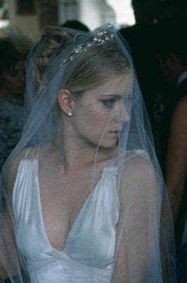 loved Amy Adams look in The Wedding Date   Wedding Hair