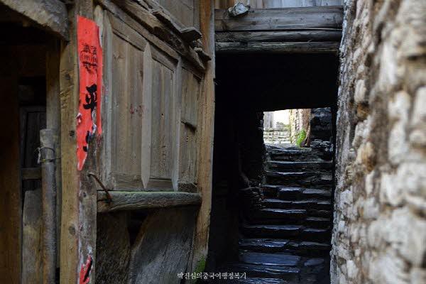 군사 마을로 지어져서인지 보수적인 구조로 지어져있다.