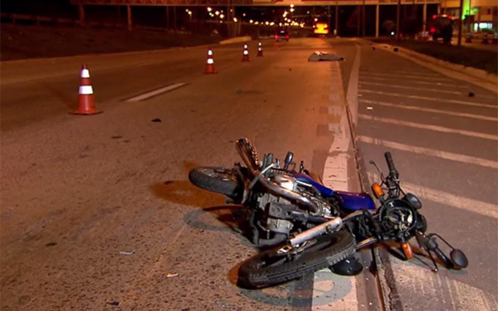 Motociclista morre em acidente na MG-10, em Belo Horizonte (Foto: Reprodução/TV Globo)
