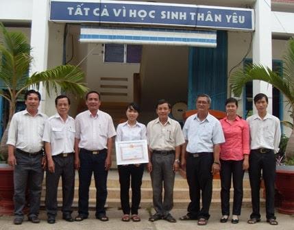 31 thg 8, 2014 - Bí Thư đoàn chuyên lo đồng phục, sách vở… cho học sinh nghèo  Nguyễn Quang Diêu là một trường, vùng sâu và xa