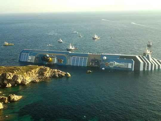 Mais de 4000 passageiros estavam a bordo no momento do acidente - AFP PHOTO / LUCA MILANO