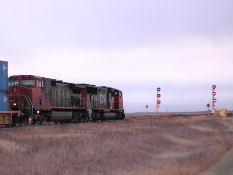 IC 2711 and CN 5701 in Winnipeg