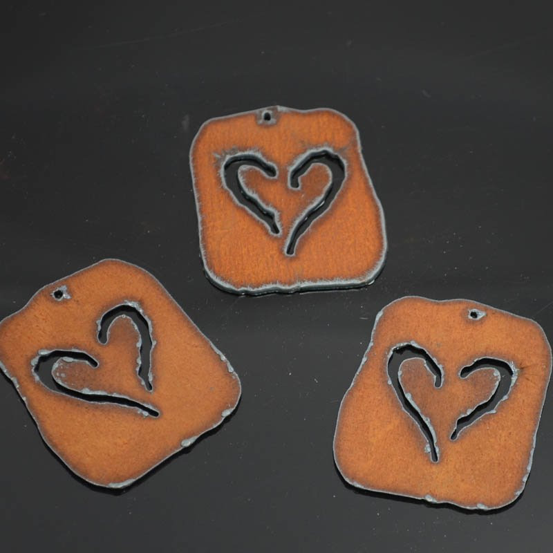 s38294 Stamped Metal Components -  Heart Plaque - Rusted Iron (1)