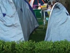Docentes fizeram acampamento simbólico na Praça 9 de Dezembro (Foto: Reprodução/RPC)