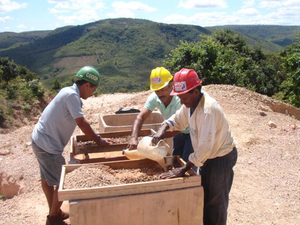 Processo de mineração da Mina do Boi Morto, em Pedro II, no Piauí. (Foto: Divulgação/Sebrae)