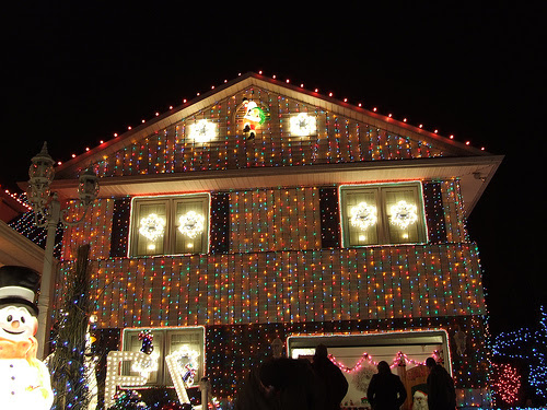 Top 10 Biggest Outdoor Christmas Lights House Decorations | DigsDigs