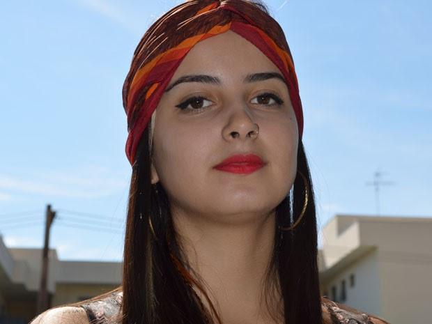Gabriela Natália da Silva, ou Lola Benvenutti, se formou no curso de letras em São Carlos, SP (Foto: Felipe Turioni/G1)