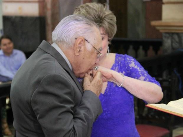 Troca de alianças foi um dos momentos mais emocionantes da cerimônia (Foto: Suelen Gonçalves/ G1 AM)