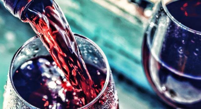 Δύο πολυφαινόλες του κρασιού προστατεύουν από τερηδόνα και ουλίτιδα