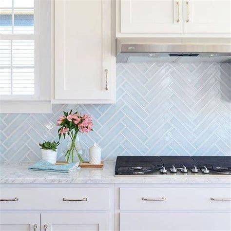 kitchen backsplash ideas    subway tile