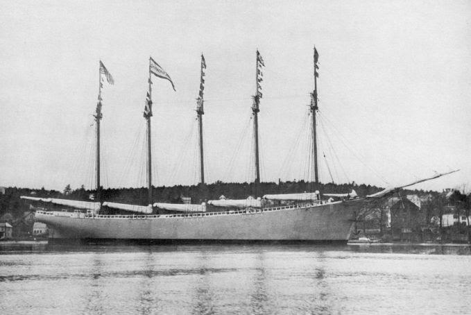 3. Carrol A Deering Deering berhenti di Barbados untuk mengisi amunisi persediaan. Kapal itu tidak terlihat hingga 28 Januari 1921. Deering melaporkan telah kehilangan jangkar kepada petugas penjaga mercu suar, tapi si penjaga tidak dapat menyampaikan pesan karena radionya rusak.