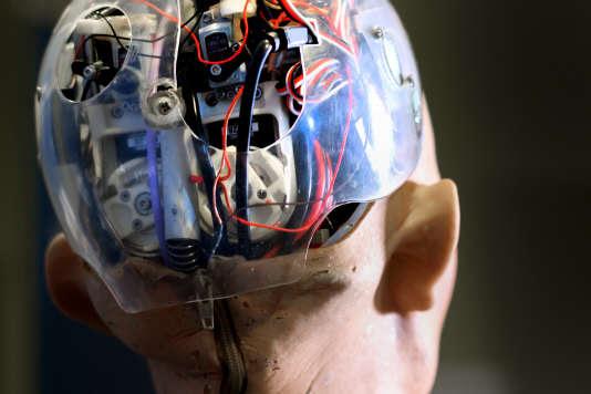 Le forum Changer d'Ere, qui aura pour thème « le travail aux robots, la vie aux humains», aura lieu le 13 juin 2017 à la Cité des sciences et de l'industrie à Paris.