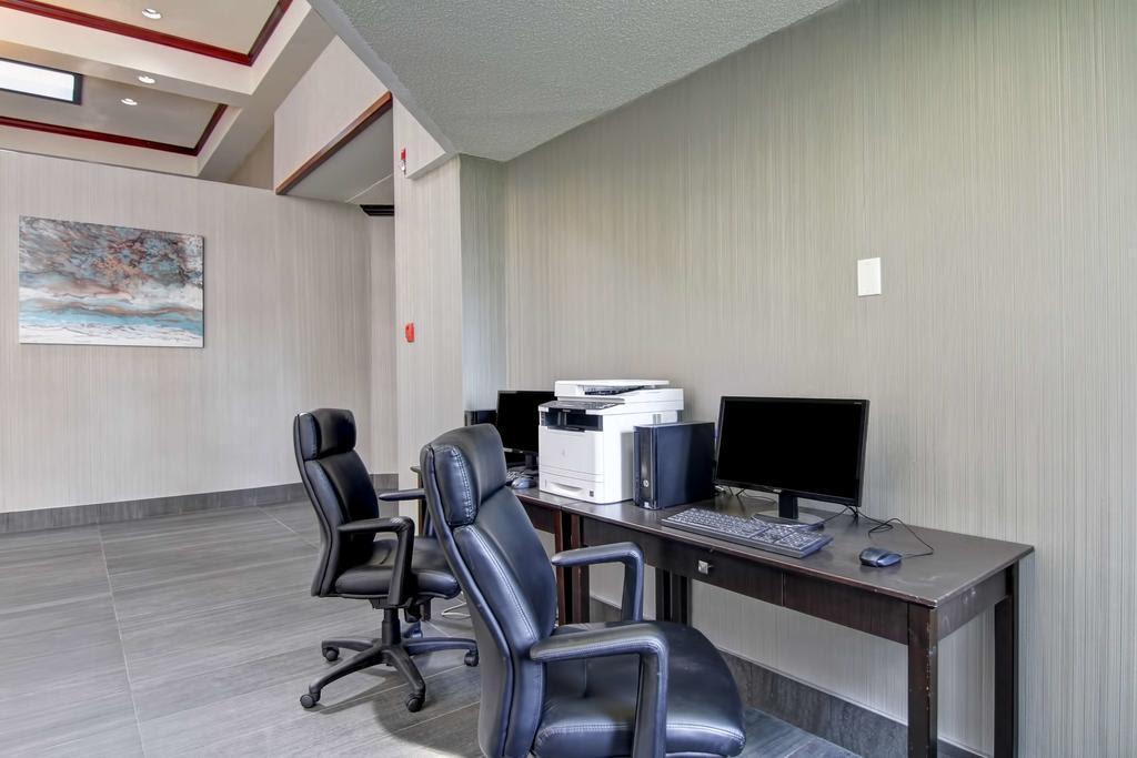 Coast West Edmonton Hotel & Conference Centre Discount