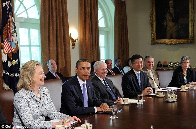 Voltar ao negócio: presidente dos EUA, Barack Obama realiza uma reunião do Gabinete de hoje. Pensou-se que ele havia autorizado a divulgação de fotografias de Bin Laden morto