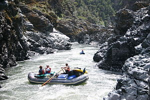 Rafters negotiate Mule Creek Canyon on the Rog...