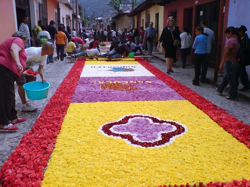 Alfombra en las calles de Santa Ana, Antigua Guatemala, cuaresma 2008.