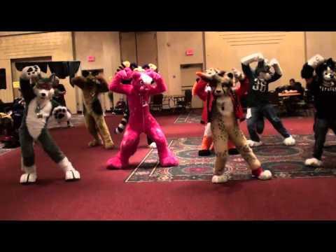 video con la canción de Thriller bailada por mascotas