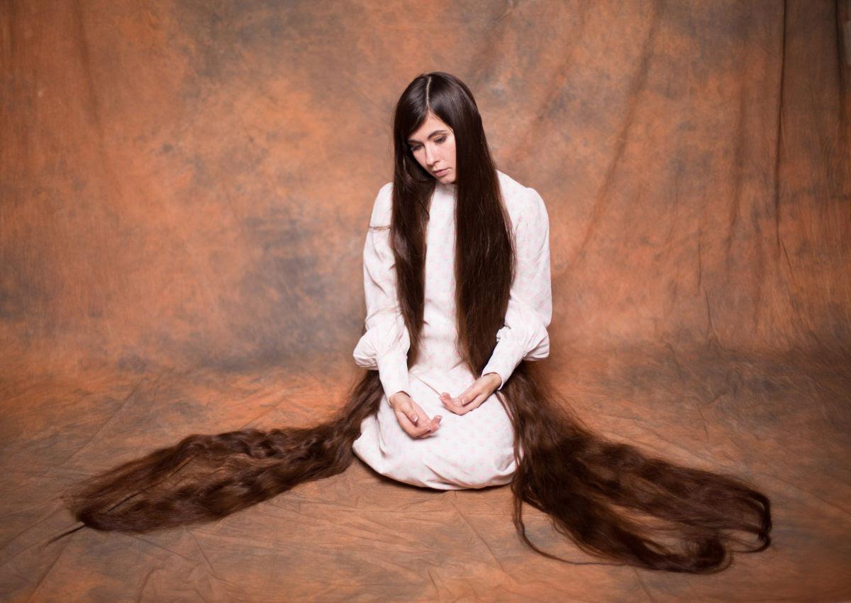 Queria ser a Rapunzel da vida real e não cortou seu cabelo em 20 anos 01